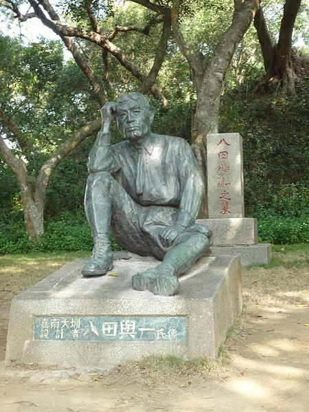 File:Yoichi Hatta's statue and tomb-P1010493.JPG