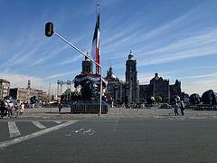 Zócalo de la Ciudad de México cerrado por la grabación de Spectre.jpg