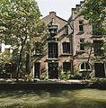 Zicht op gracht met werf en werfkelders ter hoogte van de Wijde Watersteeg - Utrecht - 20414435 - RCE.jpg