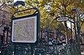 Édicule Guimard metro Mouton-Duvernet.jpg