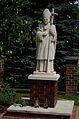 Żulice - kościół - pomnik.jpg