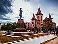 Здание консерватории и памятник Чернышевскому Н.Г.jpg