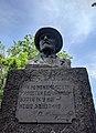 Пам'ятник-бюст І.В.Мічуріну, с. Веселий Поділ 02.jpg