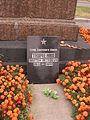 Плита Герою Советского Союза Платону Ткаченко на Богословском кладбище Санкт-Петербурга.JPG