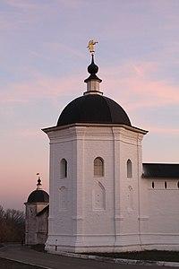 Церковь Спаса Преображения Ограда с башнями 1.JPG