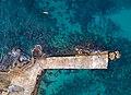 שובר גלים נמל קיסריה.jpg