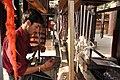 हथकरघा पर कुल्लू शाल बनाते बुनकर.jpg