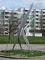 1220 Rennbahnweg 27 - Hof - Plastik Heliakos von Josef Schagerl 1973 IMG 0076.jpg