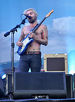 13-06-07 RaR Biffy Clyro Simon Neil 05.jpg