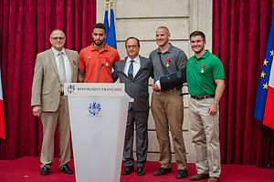 2015 Thalys train attack - Chris Norman, Anthony Sadler, President Hollande, Spencer Stone and Alek Skarlatos after their Legion of Honor ceremony at the Élysée Palace on 24 August 2015