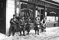 18-5-13 grèves des boulangers (soldats (...)Agence Rol btv1b6925066q 1.jpg