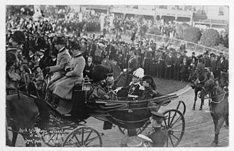 John Dickson-Poynder, 1st Baron Islington - Lord Islington arriving in Wellington, 1910, in a ceremonial open carriage