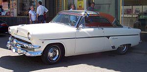 Ford Crestline Skyliner - Image: 1954 Ford Crestline Skyliner