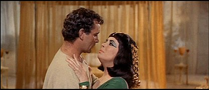 1963 Cleopatra trailer screenshot (25).jpg