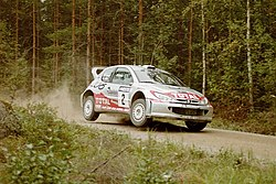 2001 Rally Finland Peugeot Didier Auriol.jpg