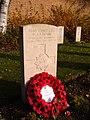 2005-12-09 Headstone of WLP Hobbs, Faubourg d'Amiens Cemetery, Arras.JPG