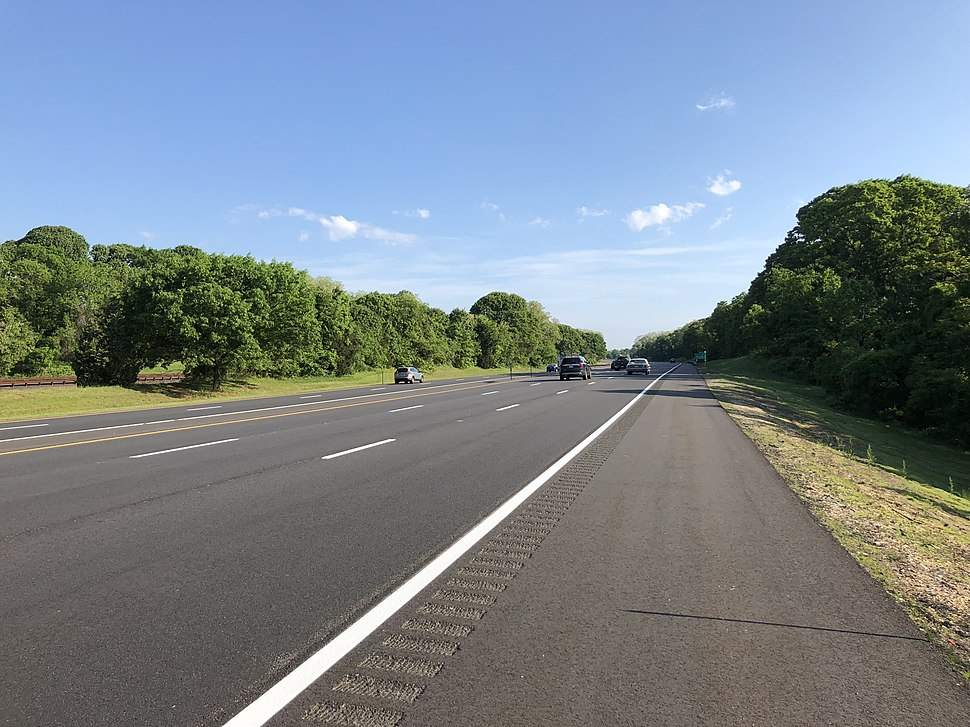 2018-05-26 08 07 20 View north along New Jersey State Route 444 (Garden State Parkway) between Exit 105 and Exit 109 in Middletown Township, Monmouth County, New Jersey