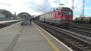 Файл:2ES6-330, 468 and 303 with freight trains, Shartash.webm