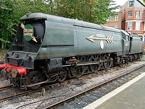 Golden Arrow (train) - Ex-SR Battle of Britain Class 34072 257 Squadron, an un-rebuilt Bulleid Light Pacific, with the Golden Arrow styling