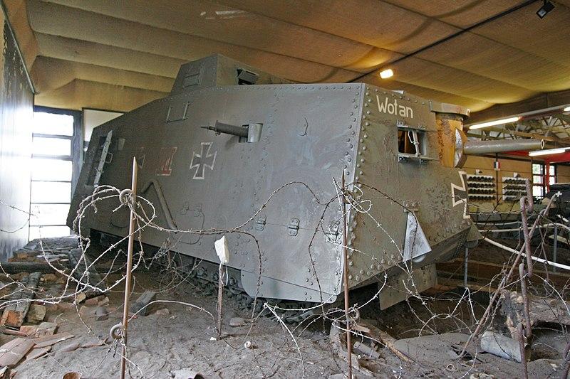 الحرب ال - الحرب العالميه الاولى 800px-A7v-wotan-diorama