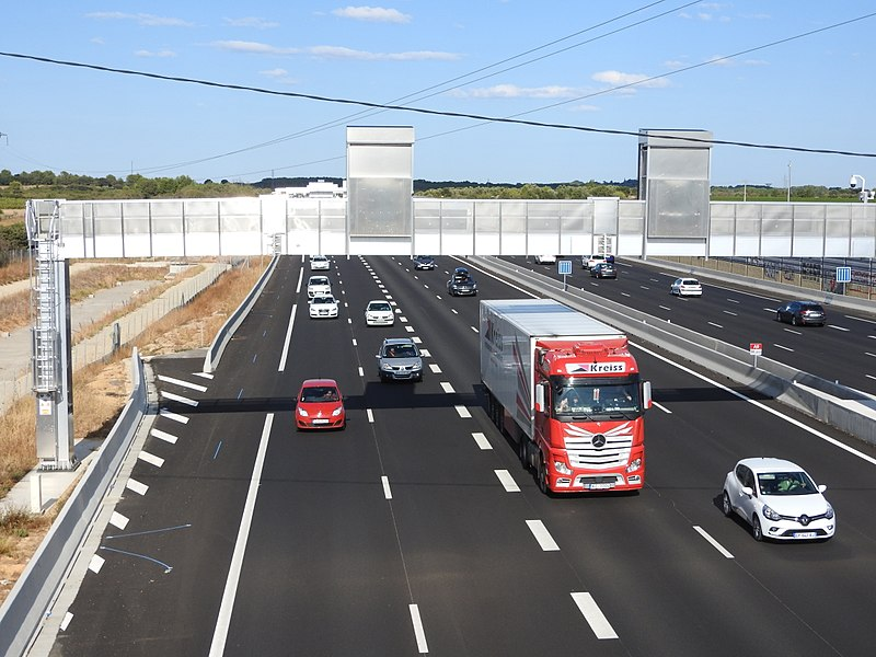 The A9 autoroute, the A709,  the N113,  an SNCF rail link and the new LGV,  Contournement Nimes-Montpellier which has causd many of them to be rebuilt and realigned. is a major