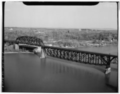 AERIAL VIEW OF THE EASTERN SPANS OF THE SUSQUEHANNA RIVER BRIDGE. THE SPAN ON THE LEFT OF THE PHOTO IS A PENNSYLVANIA THROUGH TRUSS, THE ONE IN THE RIGHT A PENNSYLVANIA DECK TRUSS. HAER MD,13-HAV,4-7.tif