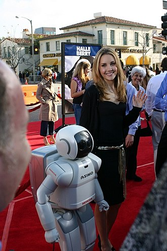 Robots (2005 film) - Halle Berry (Cappy), Greg Kinnear (Phineas T. Ratchet), Robin Williams (Fender Pinwheeler), and Amanda Bynes (Piper Pinwheeler) at the film's premiere in Westwood, Los Angeles