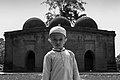 A little boy in front of the mosque 02.jpg