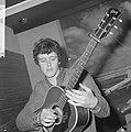 Aankomst Donovan Leitch (zanger volksliedjes) op Schiph, Bestanddeelnr 917-9570.jpg