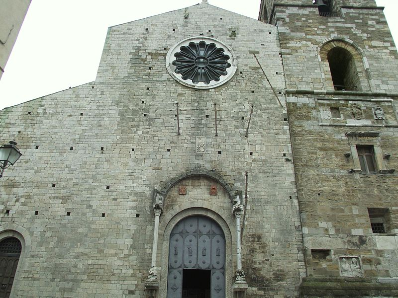 File:Acerenza cattedrale 01.JPG