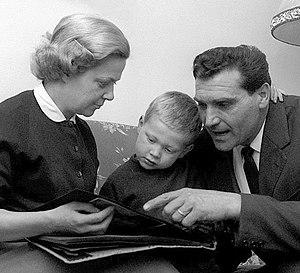 Adolfo Consolini - Consolini with family in the 1950s