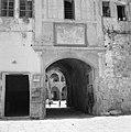 Akko. Poort die toegang geeft tot de Caravanserail met de zuilen of de Khan el U, Bestanddeelnr 255-2513.jpg