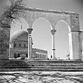 Al Haram esh-Sharif - Tempelberg. Een van de portalen die leiden naar het platfo, Bestanddeelnr 255-5408.jpg