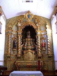 Altar-mor da Igreja de Nossa Senhora do Rosario e São Benedito.jpg