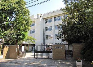 Amagasaki City Tsukaguchi junior high school.JPG