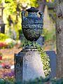 Amphore Friedhof Melaten.jpg