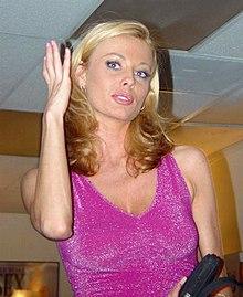 Casting porno d une jolie blonde dans la maison du sexe - 1 10