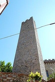La torre pentagonale degli Obertenghi