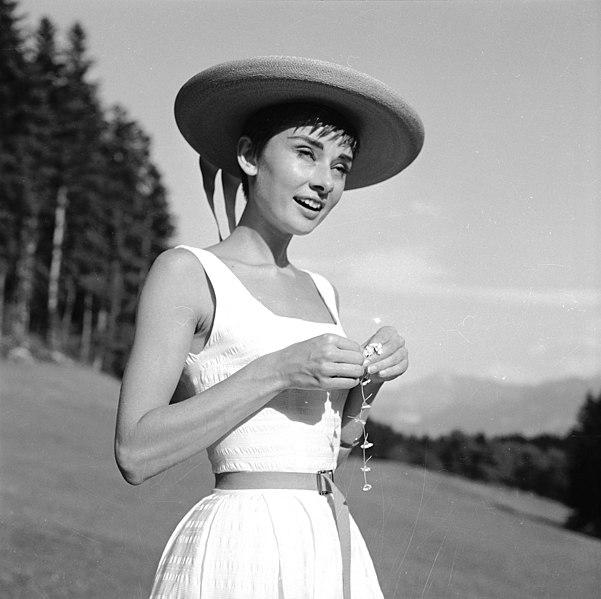 File:Audrey Hepburn auf dem Bürgenstock (11).jpg