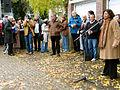 Aufstellung der Künstler von Wintergärten V - H2O in der Güntherstraße durch Ausruf durch die Initiatorin und Organisatorin Dagmar Brand, doch wo ist etwa Timm Ulrichs ...jpg