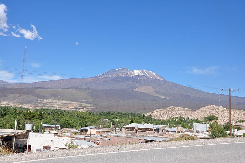 File:Barrancas-Tromen.jpg