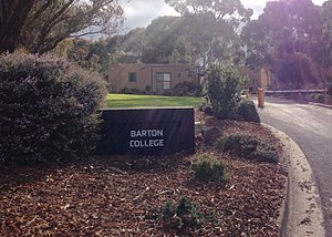 Barton College (Deakin University) - Barton College entrance in 2017 (with Common Room in background)