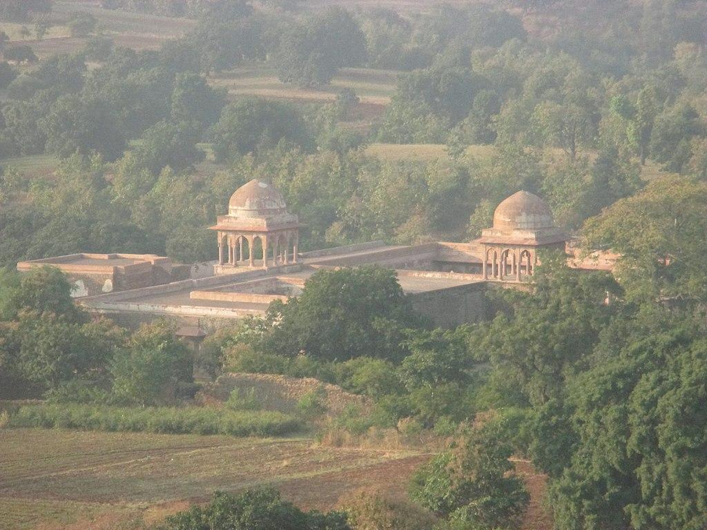Baz Bahadur's Palace from Rani Roopmati Pavilion.jpg