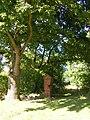 Bieczyno, pozostałości cmentarza (Hagenow ehem. Friedhof).jpg