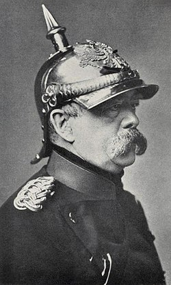 https://upload.wikimedia.org/wikipedia/commons/thumb/8/8d/Bismarck_pickelhaube.jpg/250px-Bismarck_pickelhaube.jpg