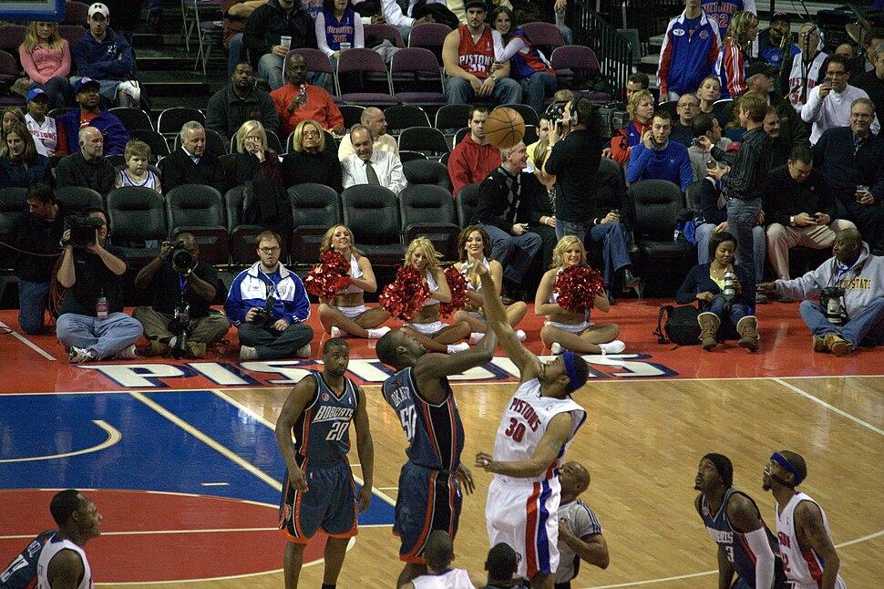 Bobcats vs Pistons tip off