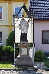 socha svatého Jana Nepomuckého s přístřeškem