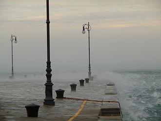 Bora (wind) - The bora on Molo Audace in Trieste, February 2011