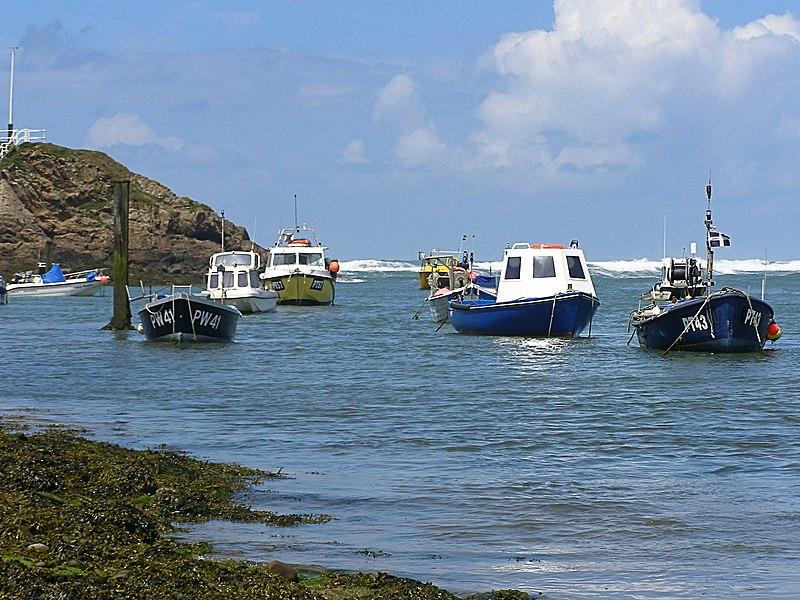 File:Bude Harbour - panoramio (1).jpg