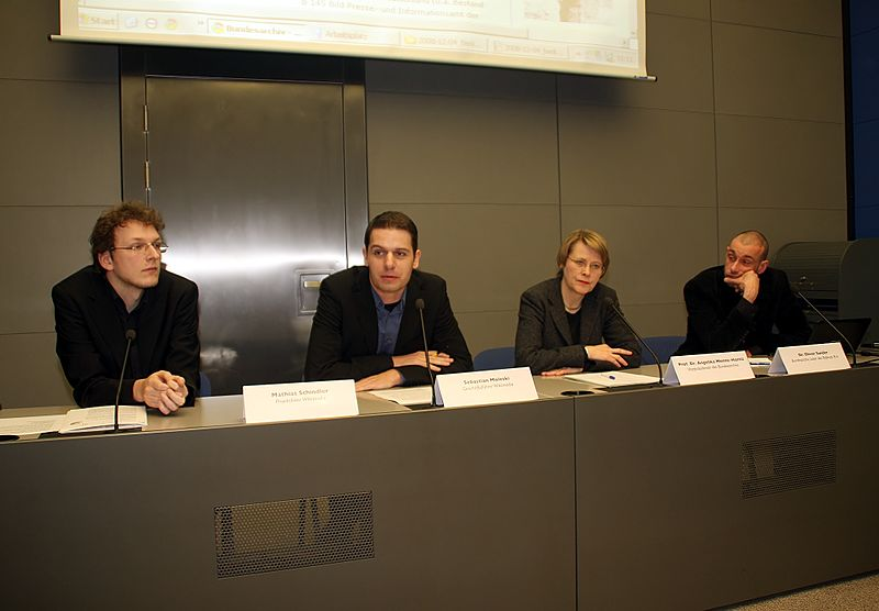 File:Bundesarchiv - Wikimedia Deutschland - Pressekonferenz (5987).jpg